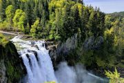 Waterfall scenery on a Snoqualmie Falls and winery day tour from Seattle